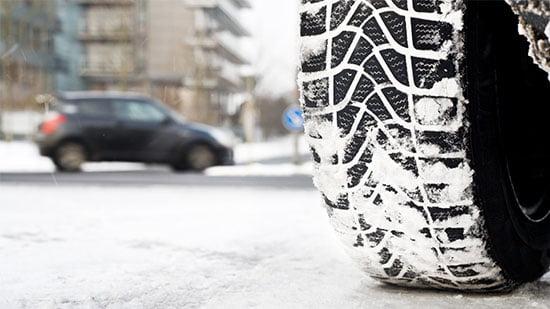 Как ведет себя зимняя резина на сухом асфальте?