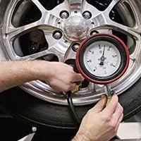 Как проверить давление в шинах