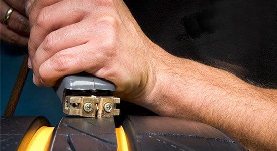 Устройство для нарезки протектора шин