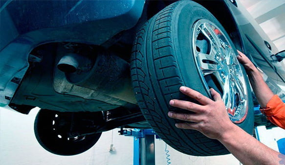 Смена шин в автомастерской
